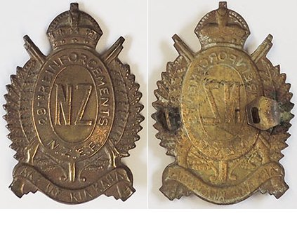 B04/142. 29th REINFORCEMENTS cap badge