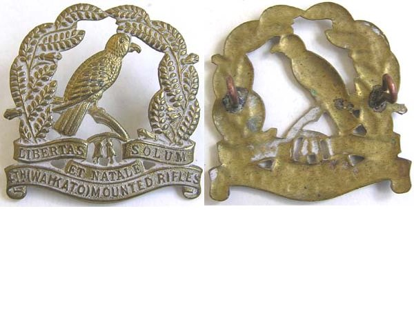 B05/026. 4th (WAIKATO) MOUNTED RIFLES, cap badge, solid leaves