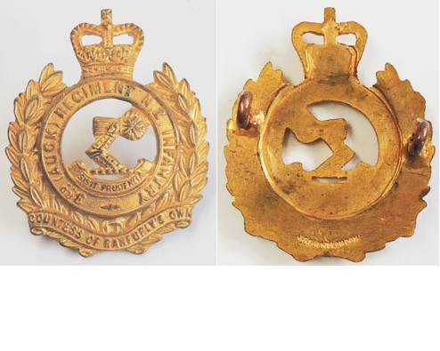 B06/017. 3rd (AUCKLAND) REGIMENT cap badge, Queen's Crown, gilt