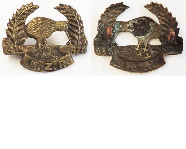 B06/031. 4th REGIMENT NZR with open ferns, cap badge, brass