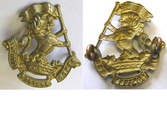 B06/052. 5th (WELLINGTON RIFLES) REGIMENT right collar, brass