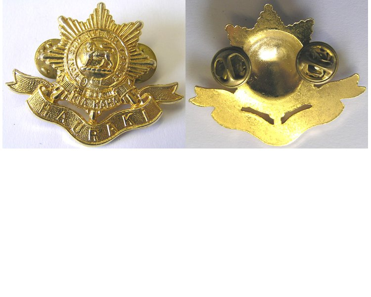 B09/016. 6th BATTALION (HAURAKI) RNZIR cap badge, shiny gilt
