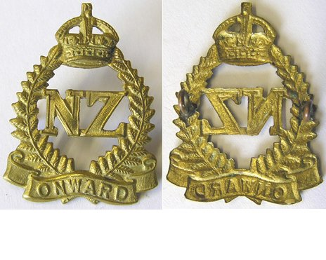 B07/015. 2nd NZEF Brass ONWARD cap badge, Kings Crown