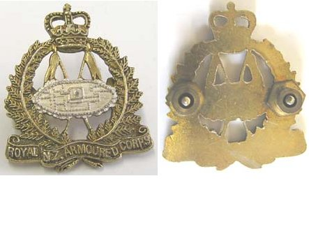 B08/012. ROYAL N.Z. ARMOURED CORPS, frosted gilt & silver collar