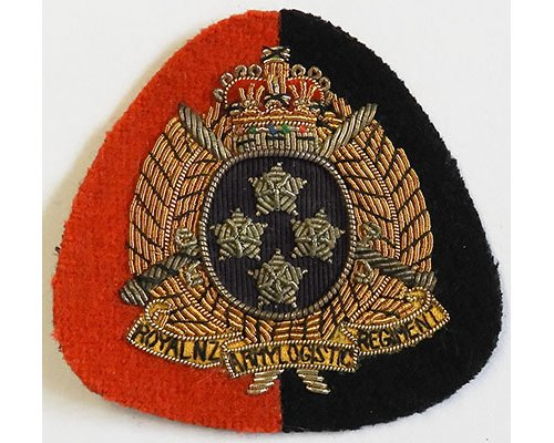 B08/192c	RNZ LOGISTICS REGIMENT, cap badge gold on red/black