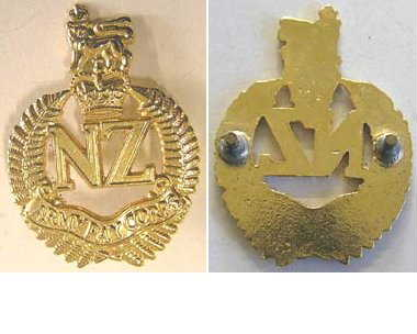 B08/289. NZ ARMY PAY CORPS current issue cap badge QC
