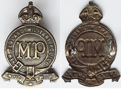 B08/235. MILITARY POLICE, MP centre, brass cap badge