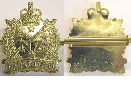 B10/020. NZ CADET CORPS current issue cap badge, lugs, shiney