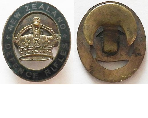 B11/011. NEW ZEALAND DEFENCE RIFLES lapel badge - Green circlet