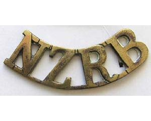 B12/105. NZRB, curved (NZ Rifle Brigade), brass, hexagonal lugs