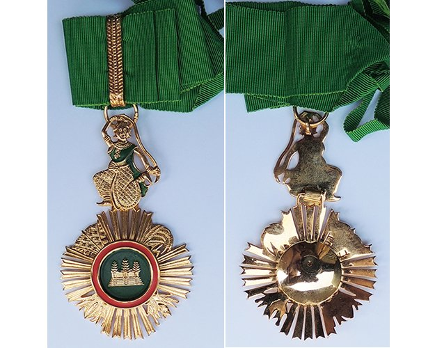FM0514. ROYAL ORDER OF SOWATHARA, Commander's neck badge