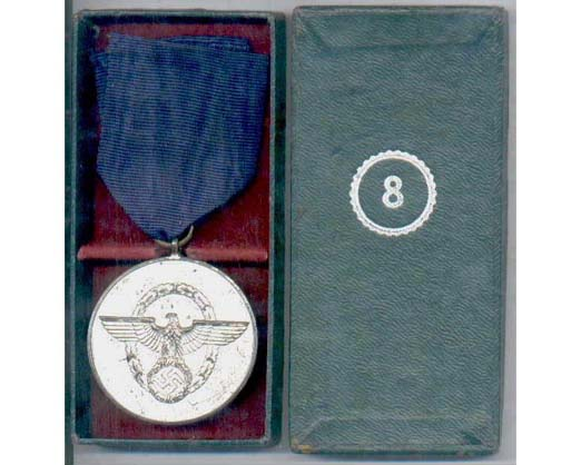 FM0692. POLICE 8yrs SERVICE MEDAL, in cardboard box of issue