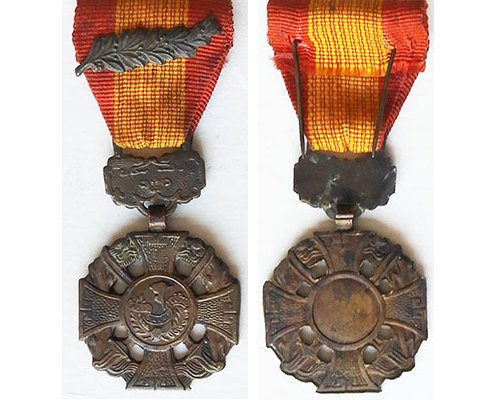 FM1052. SOUTH VIETNAM CROSS OF GALLANTRY, with Palm leaf emblem
