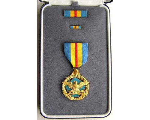 FM0906. DEFENSE DISTINGUISHED SERVICE MEDAL in case of issue