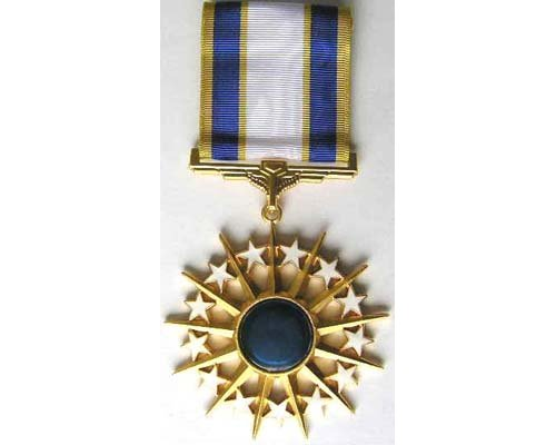 FM0909. AIR FORCE DISTINGUISHED SERVICE MEDAL