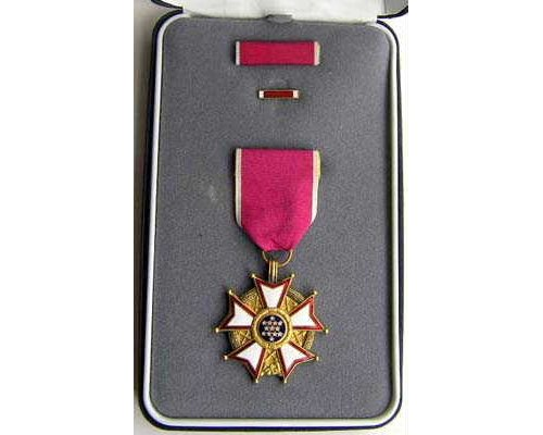FM0912. LEGION OF MERIT, Chevalier, in case of issue