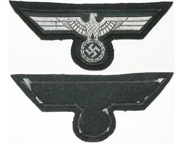 GC2161. WEHRMACHT BREAST EAGLE, flat silver wire woven on green