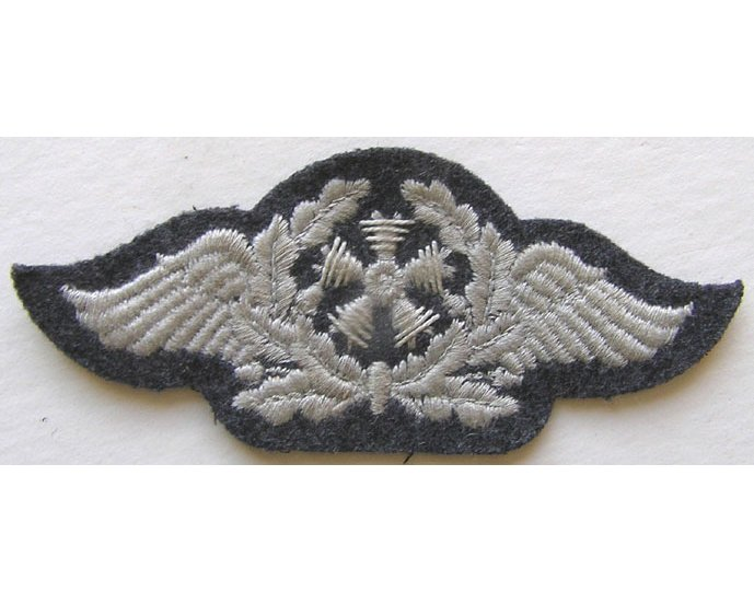 GC2452. LUFTWAFFE AIRCRAFT TECHNICAL PERSONNEL on blue-grey wool