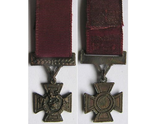 MIN1001. Miniature Victoria Cross