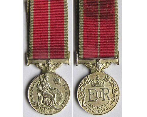 MIN1044. Miniature British Empire Medal, Military, EIIR cypher