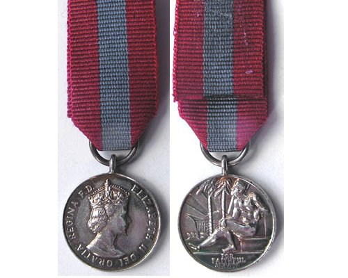 MIN1054. Miniature Imperial Service Medal, EIIR Obverse