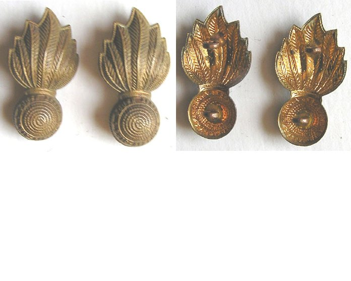 SAB006. SOUTH AFRICA ARTILLERY, pair of brass collar badges