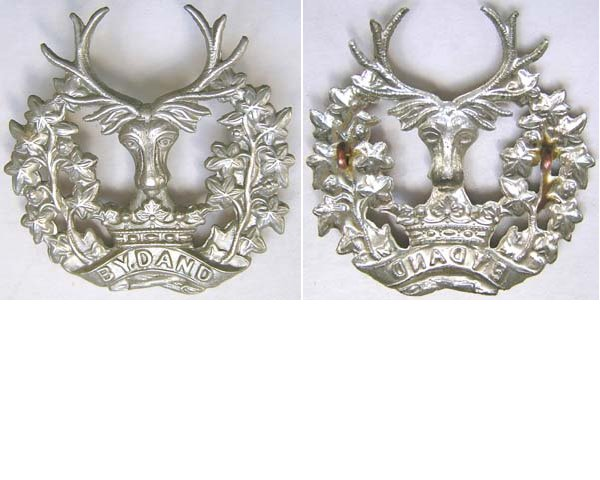 UKB1411. GORDON HIGHLANDERS, white metal cap badge